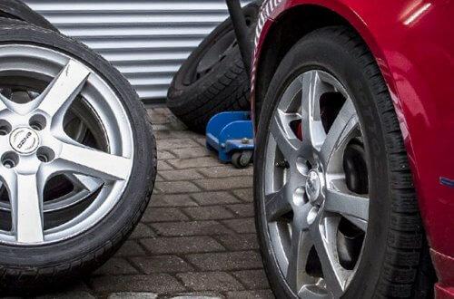 Reifenwechsel oder Radwechsel
